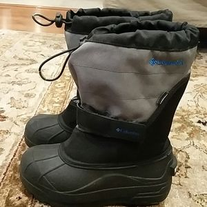 Columbia snow boots size 2